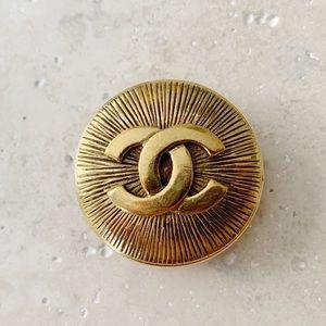 ✨ VINTAGE CHANEL CC Logo Brooch Pin Gold